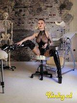 Meesteres Kiana - Kinky blonde twintiger is dagelijks in Antwerpen