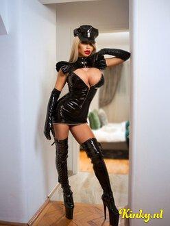 mistress-beatrice-bdsm-via-kinky-5dee1a969010a81dd1afc14c