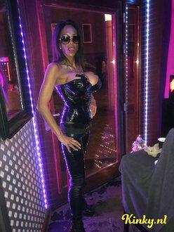 yasmine-prive-ontvangst-via-kinky-5f8d95e4e047eb6102f3fd79